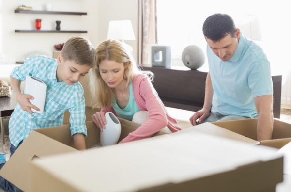 Family_packing their _belongings